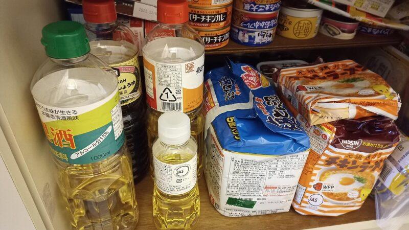 常温保存の調味料やレトルト食品