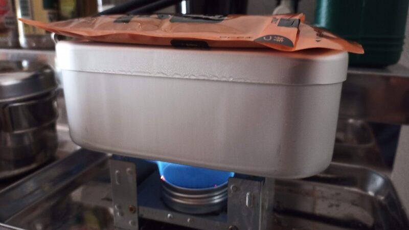 100均のクリームケースとスチールウールで作った自作アルコールストーブで自動炊飯