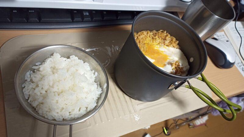 ご飯とチキンラーメン