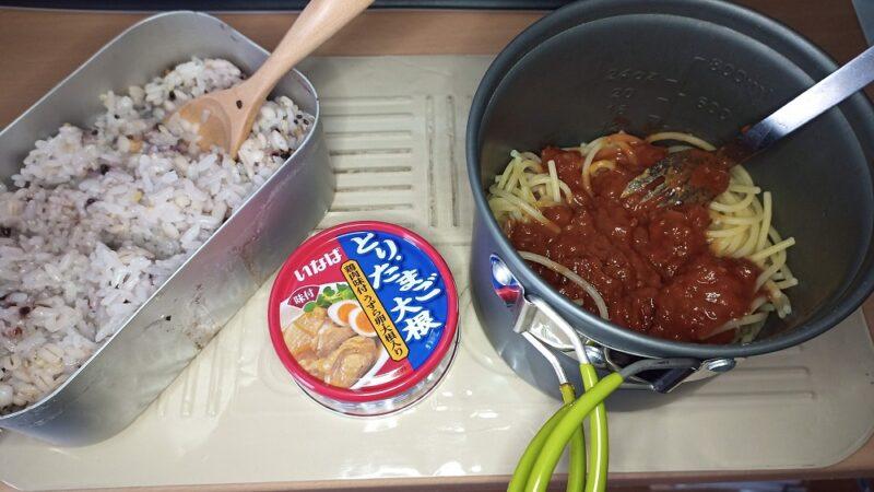 昨日の夕飯は、とりたまご大根の缶詰、ミートソースパスタ、15穀米のご飯でした
