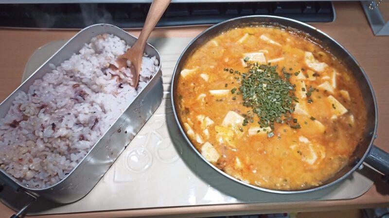 一昨日の夕食は、15穀米のご飯と麻婆豆腐(卵入り)