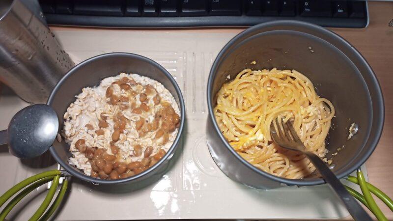 昨日の夕食。納豆+オートミールと、玉子+ごま油+パスタ